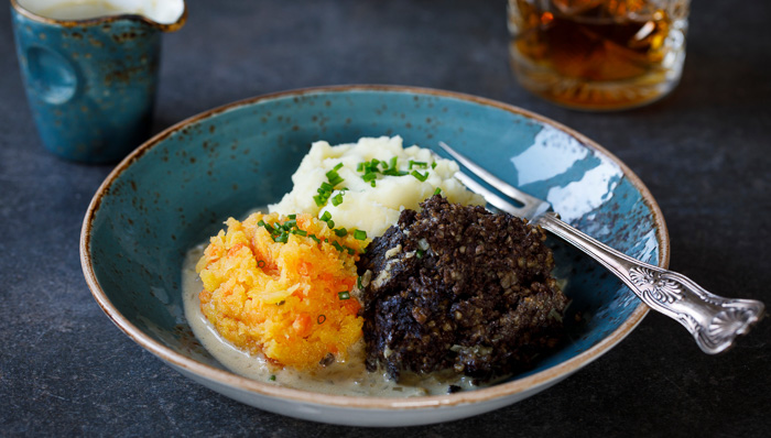Scottish, Scotch or Scot? Haggis - a typical dish for a local experience.