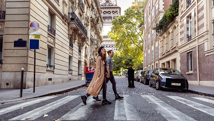 Couple spending some days in vacation to Paris close to Tour Eiffel.