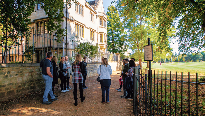 A group of visitors in the Oxford University Campus listening to the Alumni Guide - Oxford, UK